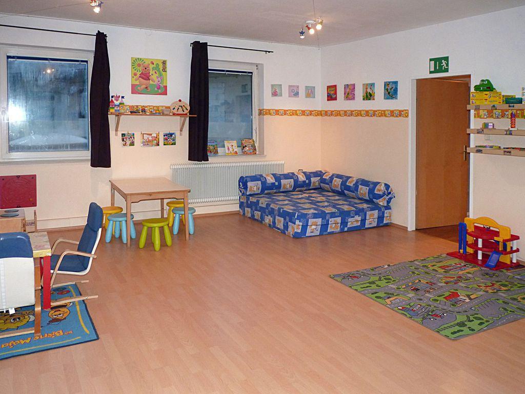 verein kindergruppe farbenfroh peter berner stra e. Black Bedroom Furniture Sets. Home Design Ideas