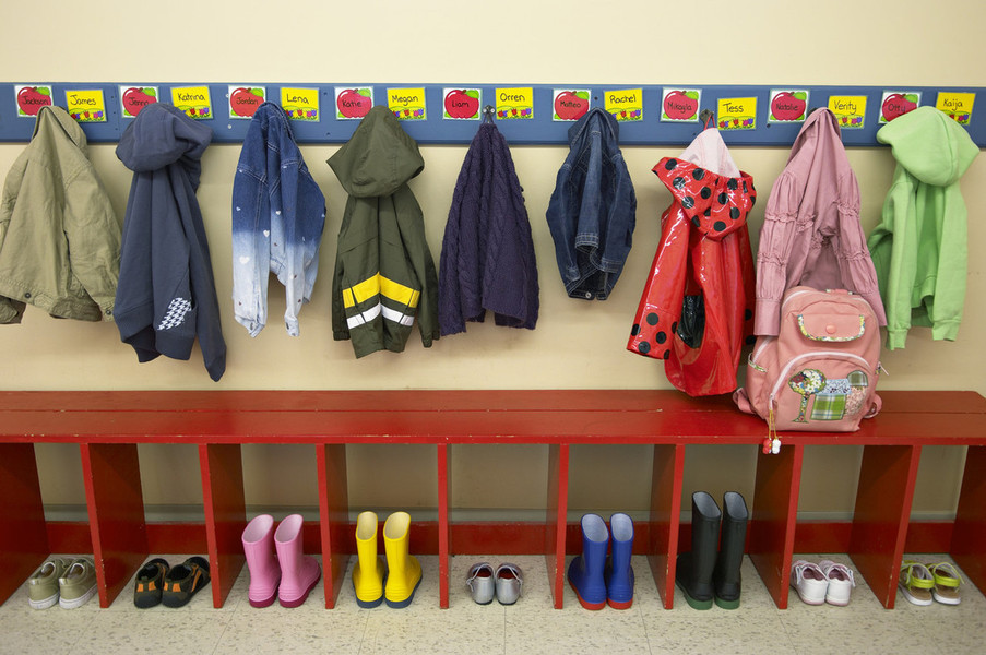 Verein kindergruppe farbenfroh ber uns for Garderobe kindergarten